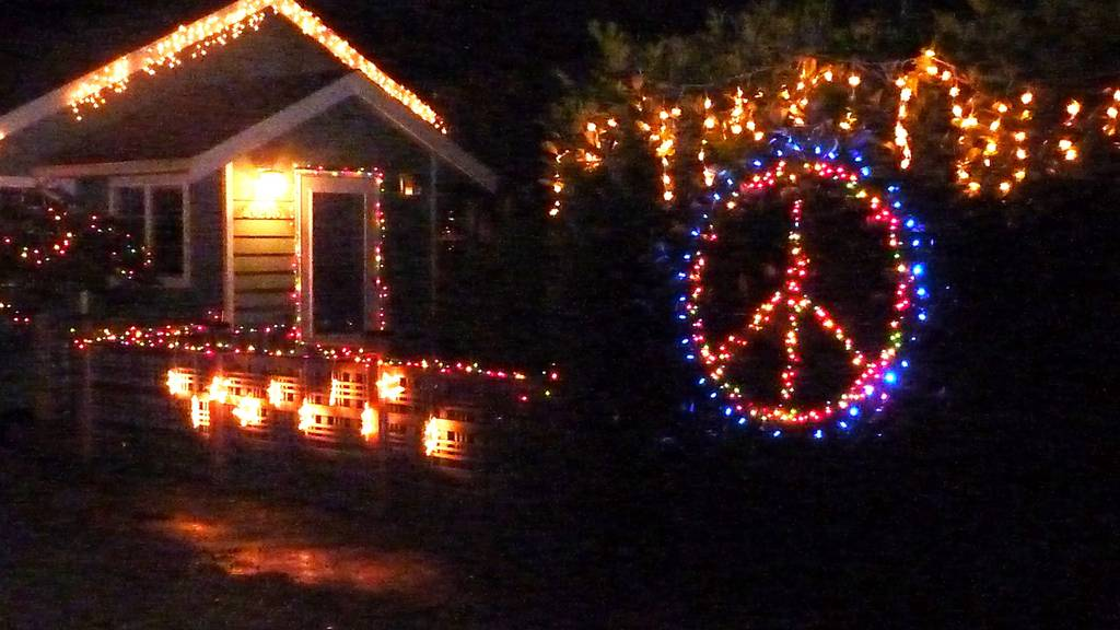 Saturday, December 22, 2012 - Shoreline Area News: Holiday Lights: Peace At Christmas Time