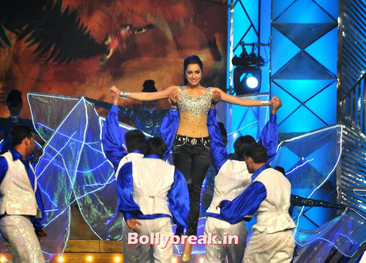 Shraddha Kapoor, Bollywood Stars performing on stage at Police Umang 2014 - HD Pics