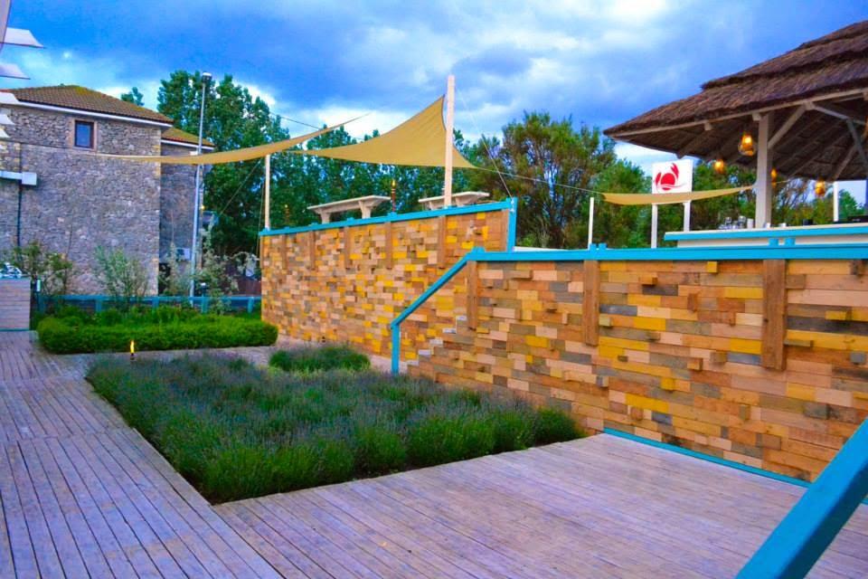 arhitect gradina terasa lemn pere din lemn gard deck pardoseala exterior lavanda amenajari gradini