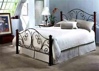 Tempat tidur besi klasik