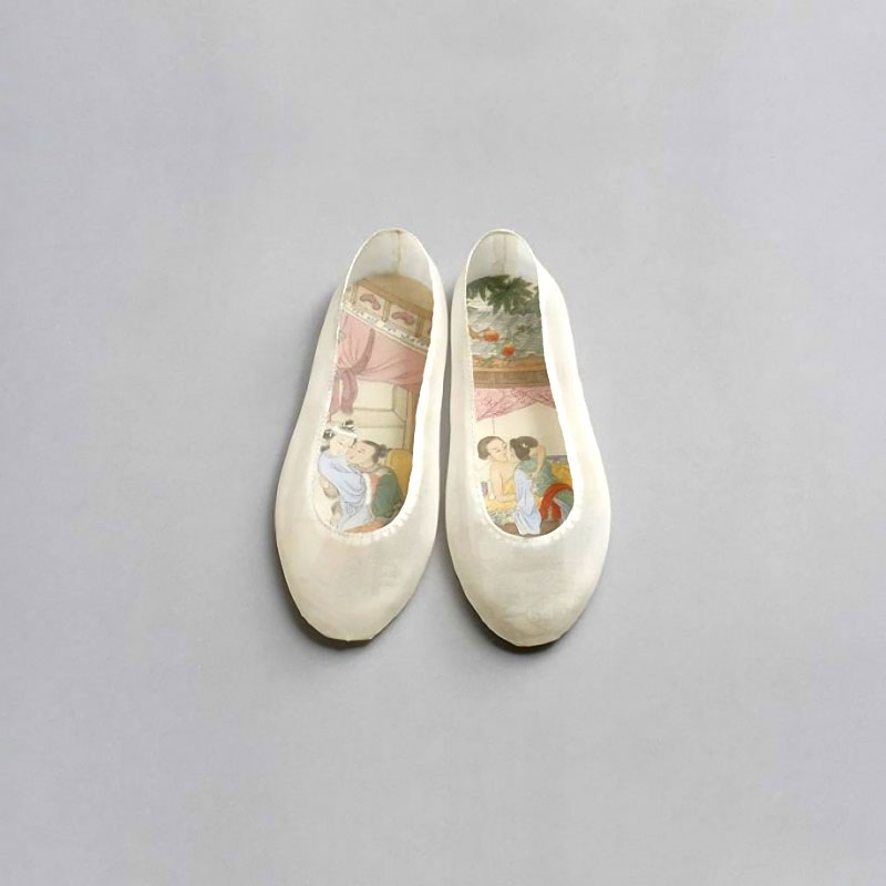 54e472477d863 Erotic paintings inside handcrafted silk shoes by Chinese artist Peng Wei.  Combining classical Chinese painting and motifs with traditional and  contemporary ...