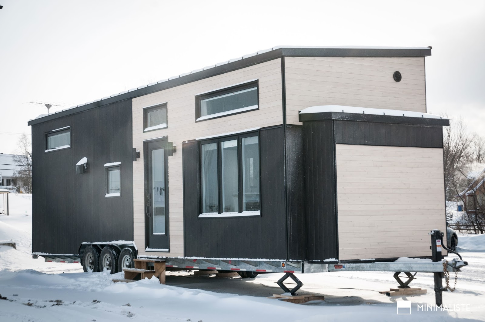 Tiny house town the b ne from minimaliste for Minimalist house quebec