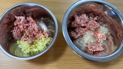 肉とキャベツや玉ねぎを合わせるとピンクになるのはなぜ? 画像