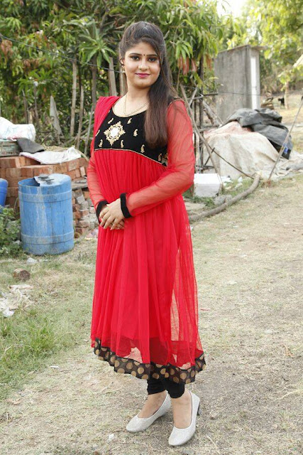 Neha Shree Beautiful Wallpaper in red dress