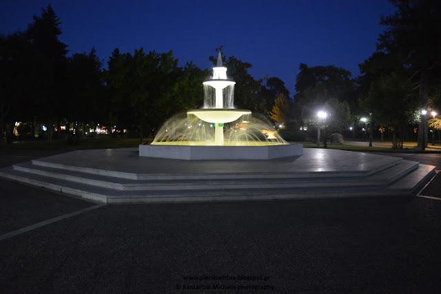 """Το συντριβάνι του Πάρκου Κατερίνης με τον φακό της """"ΑΛΗΘΕΙΑΣ"""""""