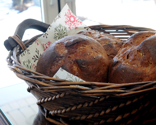 Swedish Rye Bread ♥ KitchenParade.com, the classic, slightly sweet, with a firm crumb. Make it in a  bread machine or mix by hand.
