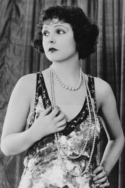 Fabulous portraits of 18 famous flappers in the 1920s vintage everyday - Definicion de glamour ...