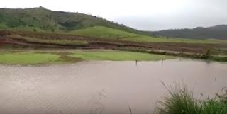 Açude que virou campo de futebol durante seca começa a sangrar, na PB; veja vídeo