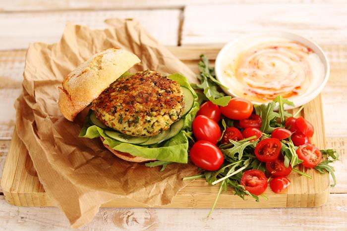 Pyszny i zdrowy hamburger