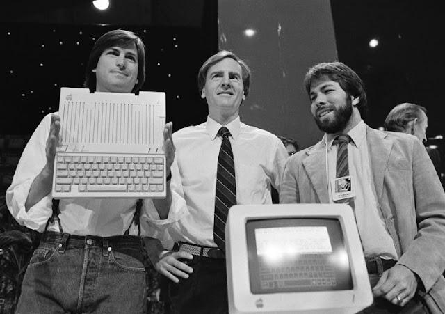 Esto pasó con el tipo que vendió su parte de Apple por $800