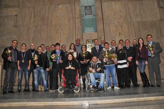 Обща снимка на всички наградени спортисти в Бургас