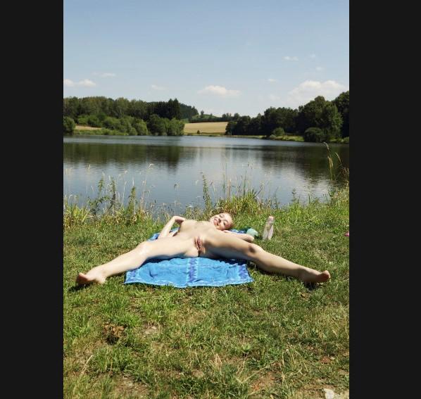 Эротика ню: Erotica Als Scan www.eroticaxxx.ru - Пробуждение природы (без трусиков, ЭРО фото 18+)