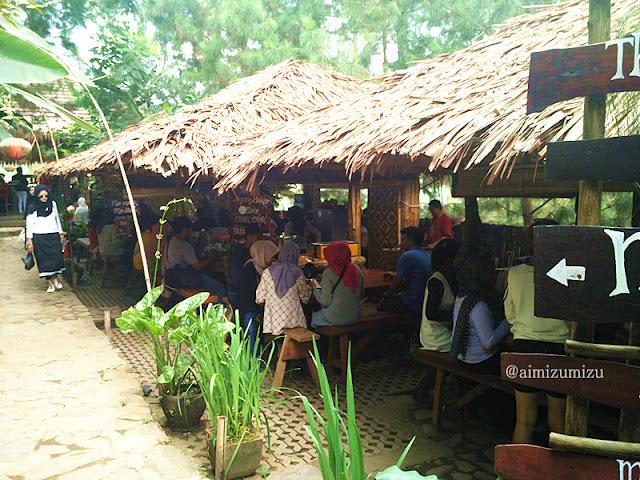 food court The Lodge Maribaya
