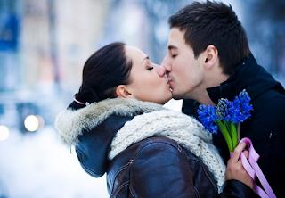 8 Manfaat ciuman bibir untuk kesehatan jiwa dan raga