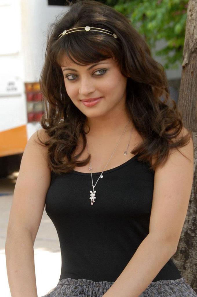 Indian Actress Sneha Ullal Beautiful Pic - Sms In Hindi