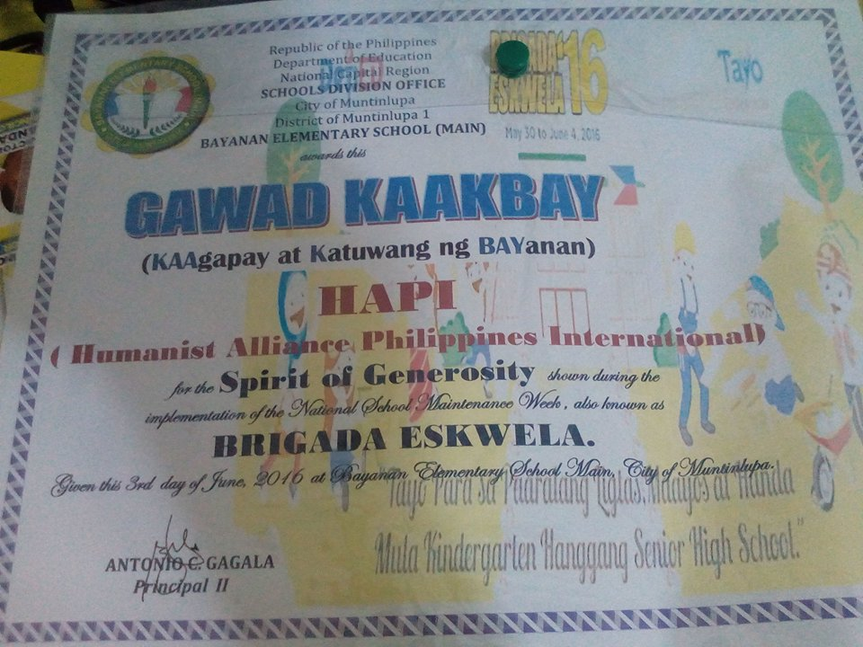 In photos brigada eskwela in manila june 1 humanist alliance a certificate of partnership with bayanan elementary school and hapi for the brigada eskwela on june 1 yadclub Image collections