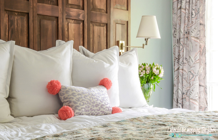 Pom Pom Throw Pillow Tutorial