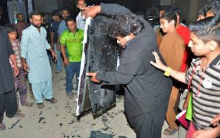 pakistan fans break tv