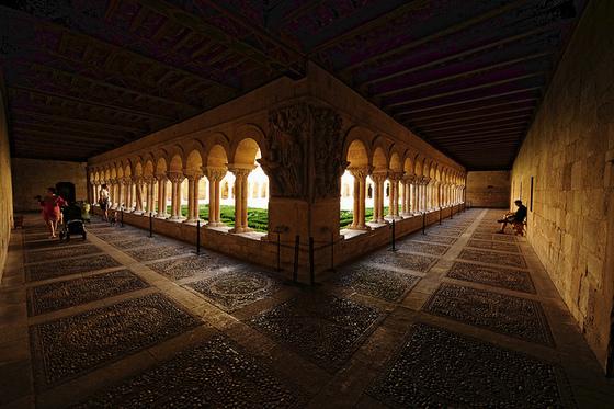 burgos_provincia_paseo_excursion_travel_visita_visit_silos_monasterio_claustro_romanico