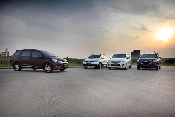 Inilah Perbandingan Ertiga Vs Mobilio Vs Grand Livina Vs Chevrolet