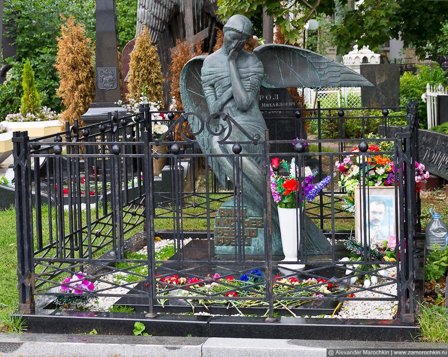 Могила Влада Листьева на Ваганьковском кладбище в Москве