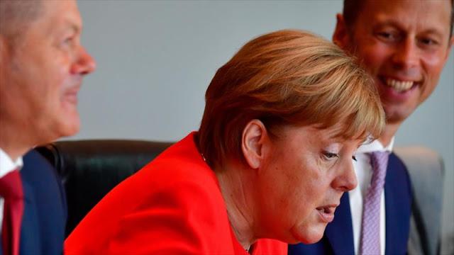 Sondeo: La mayoría de alemanes desaprueba gestión de Merkel