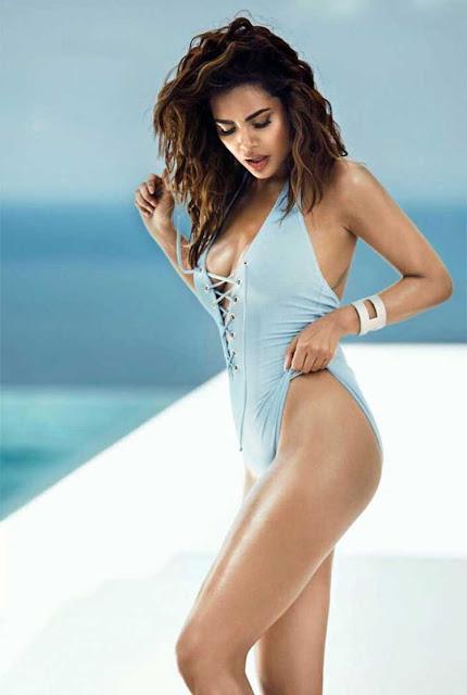 Esha Gupta hot, sexy, bold bikini pics