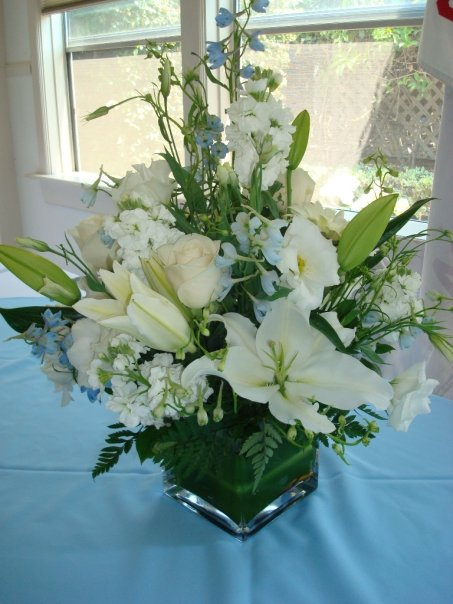 And Roses Red Bouquet Vase White