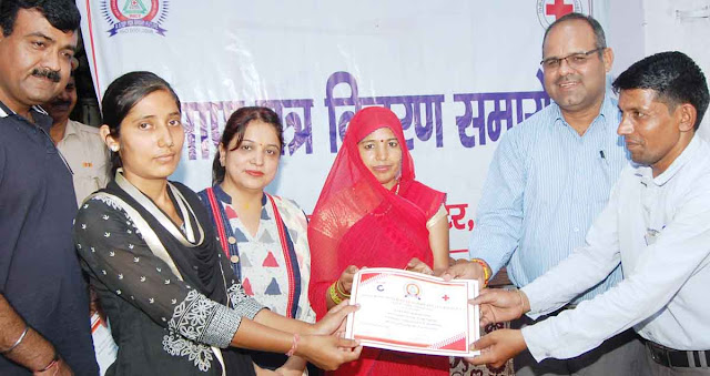 50 successful trainees of computer training center in Palwal, distributed certificate