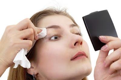 Cara Menghilangkan Minyak Berlebihan Pada Wajah Secara Alami dengan membersihkan wajah