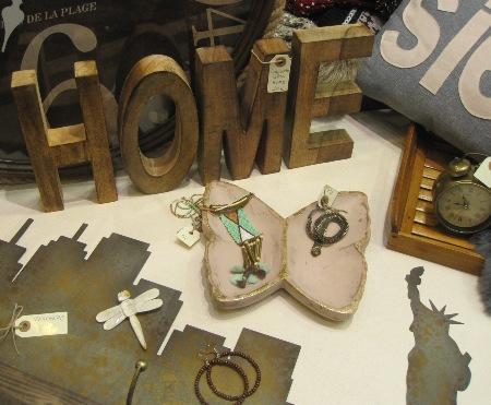 Conjunto letras madera home y bandeja mariposa