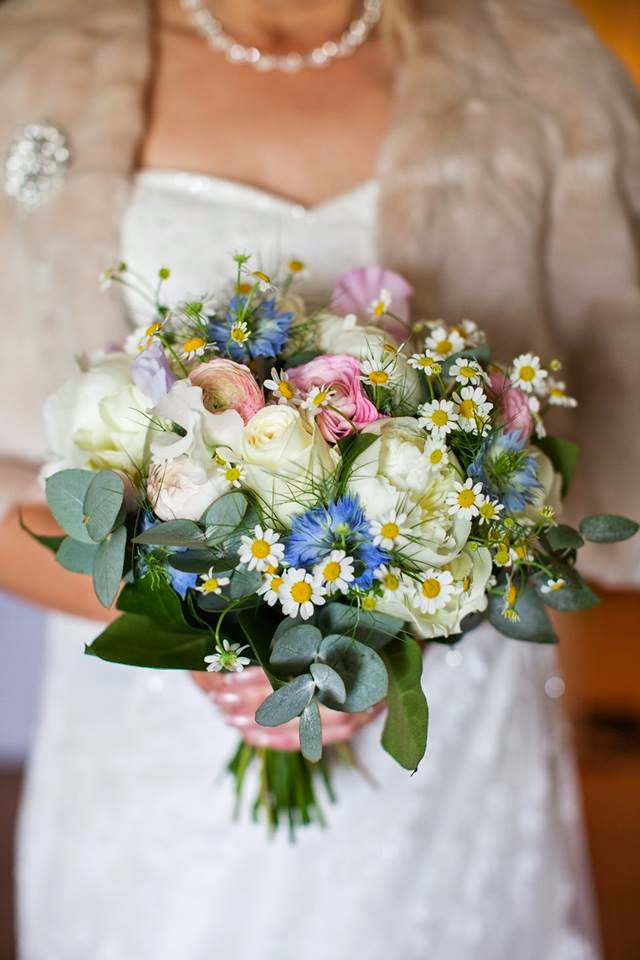 Informal Spring bridal bouquet