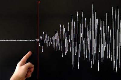 escala de sismos indicada en el pizarròn