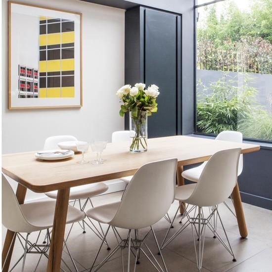Petite salle à manger avec baie vitrée