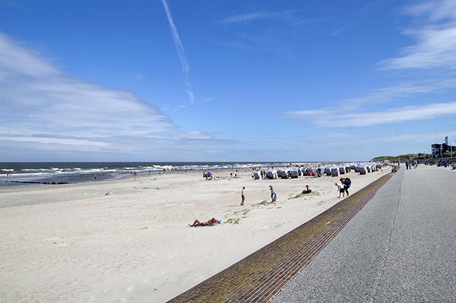 Norderney. Am Strand. Strandkörbe.
