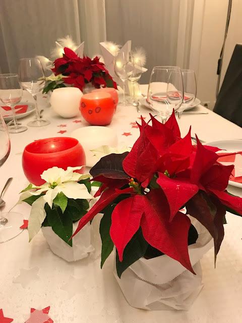mit Strich und Faden: Weihnachtssterne und Wachslichter