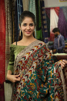 kashish vohra at national silk expo 32.jpg