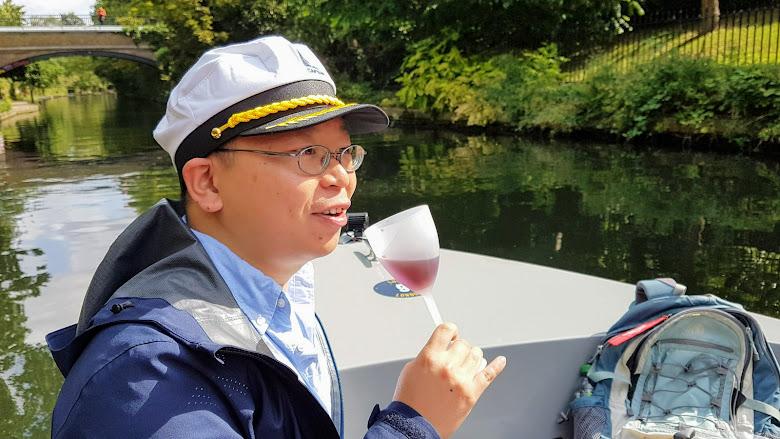 悠哉品嚐葡萄酒與享受這時候的寧靜