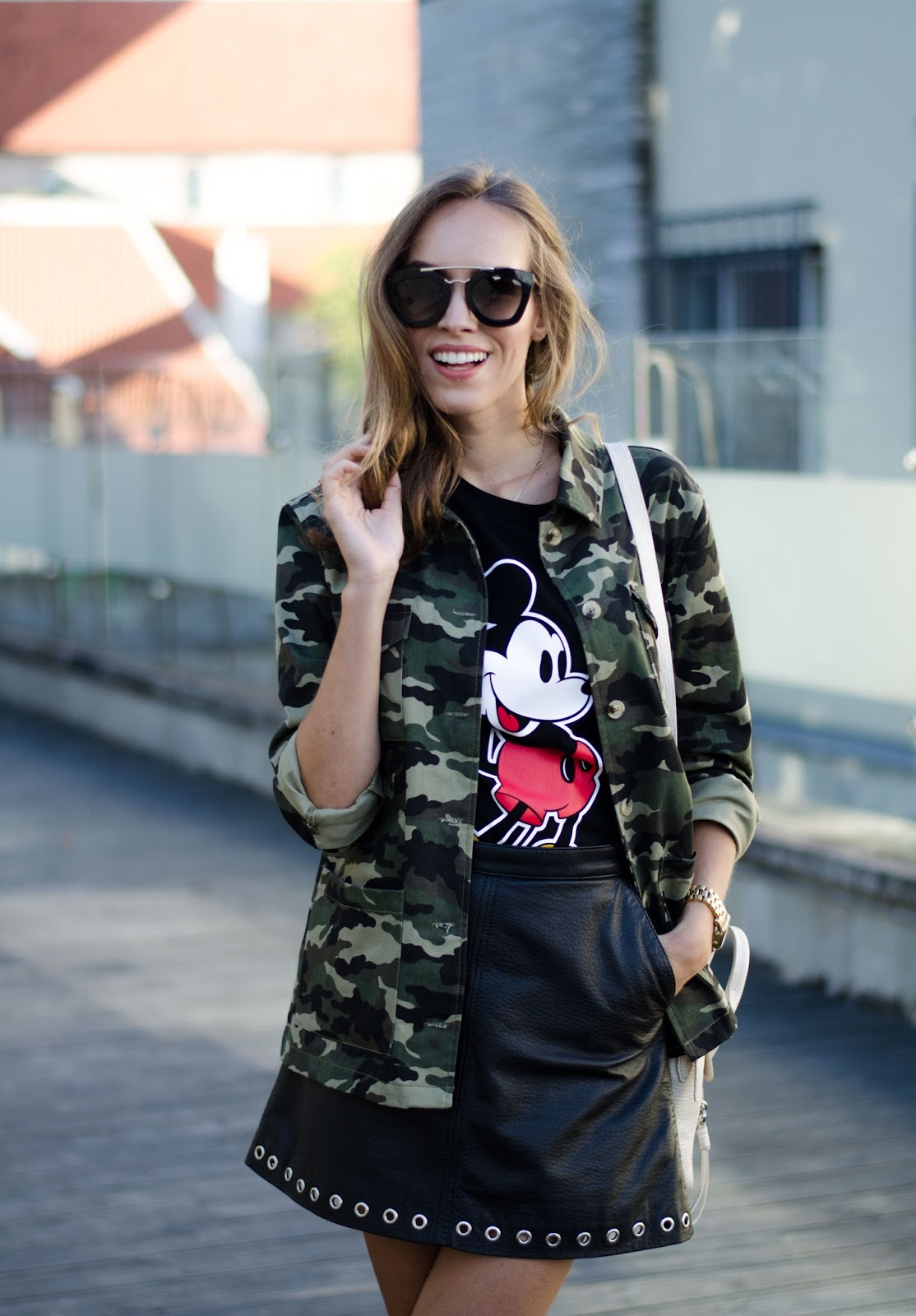 camo jacket leather skirt tshirt summer outfit