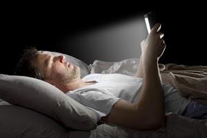 Estudo aponta, usar smartphone no escuro é extremamente perigoso aos olhos