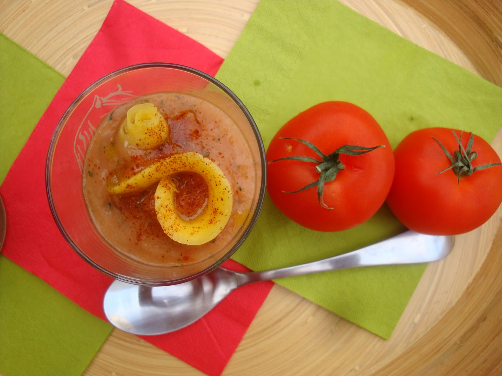soupe froide tomates mangue. Black Bedroom Furniture Sets. Home Design Ideas