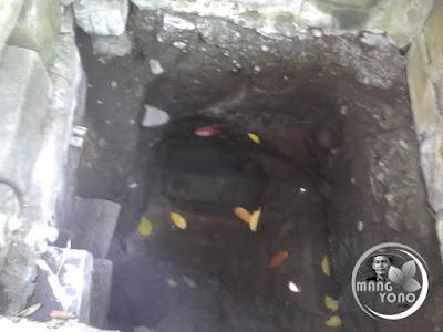 FOTO 2. Tempat mata air yang ditutup gong emas (tampak dalam)