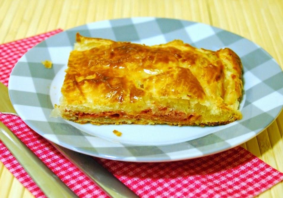 http://www.thepinkcakefactory.com/2014/06/pasta-de-full-farcida-de-pernil-i.html