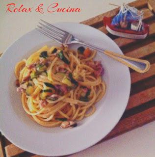 spaghetti con zucchine e frutti di mare