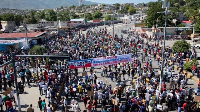 Marchan en Haití por transparencia en pacto con Venezuela