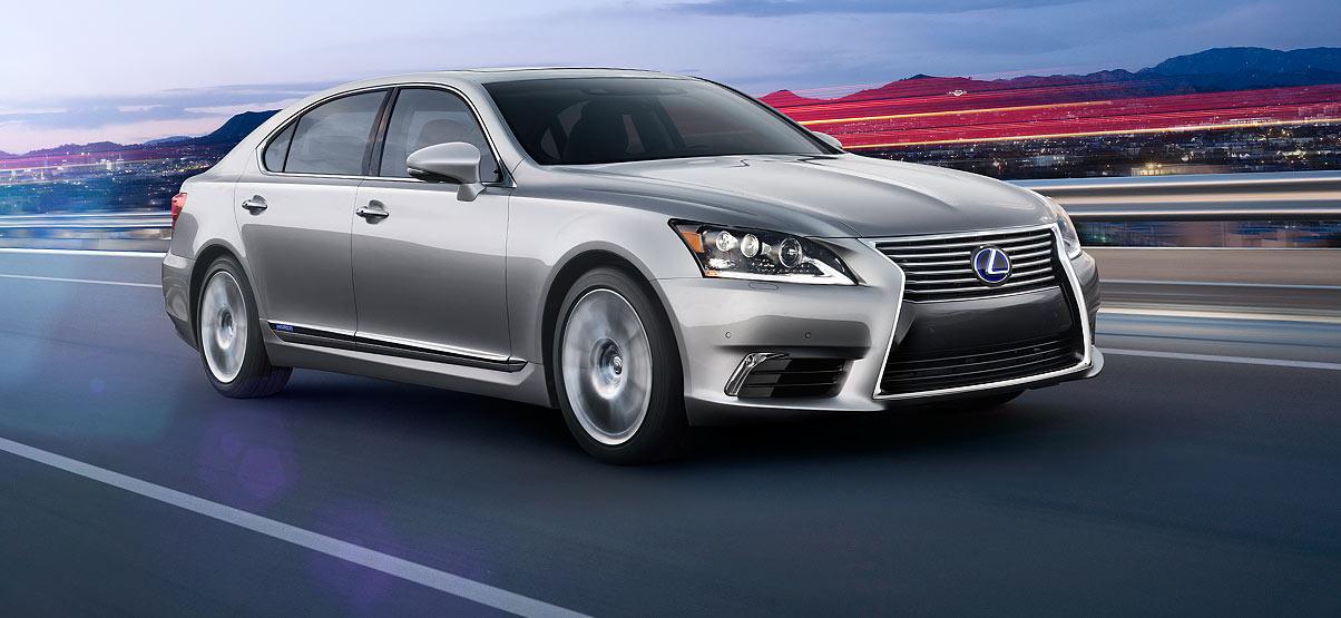 Lưới tản nhiệt đồng hồ cát, nhận diện ngay là xe Lexus, bản L sẽ dài hơn bản cơ sở
