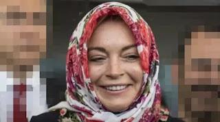 Lindsay Lohan Pindah Agama, menghebohkan Dunia Maya