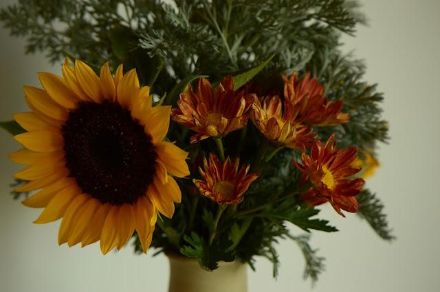 small sunny garden, desert garden, amy myers, monday vase meme, sunflowers, chrysanthemums, artemisia powis castle, ceramics, stoneware, potter