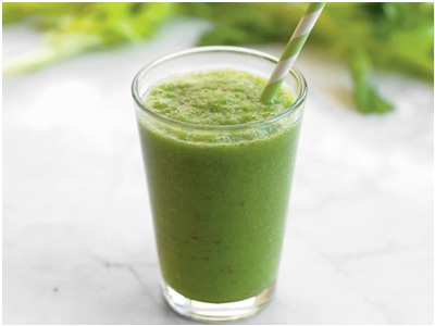 Winter Greens Smoothie.  Bahan: wortel, jeruk, bayam, kale, brokoli, pisang, apel.