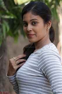 Actress Chandini in ed Tight Top at Ennodu Yilayadu tamil movie press meet ~  26.jpg
